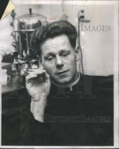 Beaucoup ignorent que Hans Küng, l'extravagant agitateur plus ou moins théologien est en fait un prêtre. Voici une très rare photo de lui portant l'habit clérical alors qu'il était très jeune