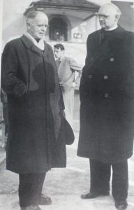 Avec son confrère allemand Otto Karrer (1888-1976) qui abandonna les Jésuites en 1933 pour expérimenter l'œcuménisme, une expérience qui se révélera vaine, infructueuse et même dommageable
