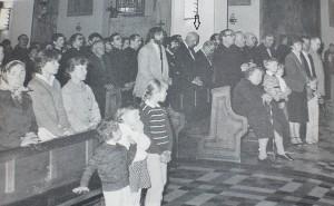 Le théologien assistant à une messe lors d'un rassemblement des amis de Communio dans les années 1980